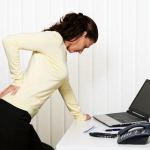 Behandling av ryggvärk kvinna - Pokorny Osteopat Stockholm